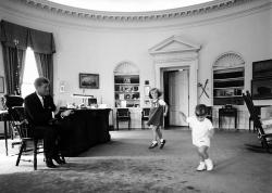 Kennedy_children_Cecil W Stoughton
