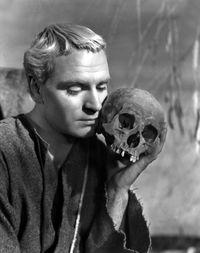 Hamlet-with-skull-of-Yorick